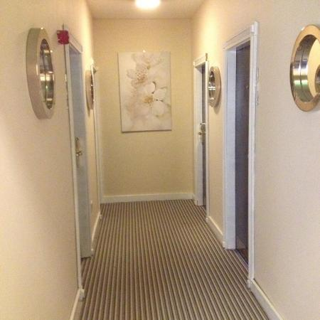 Camden Deluxe Hotel: Our first floor refurbished
