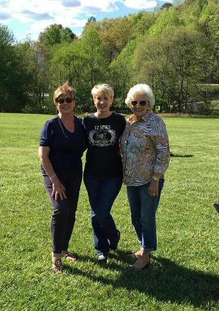 Rabun Gap, GA: The Matthews and Dean's enjoyed a beautiful day at 12 Spies.So relaxing