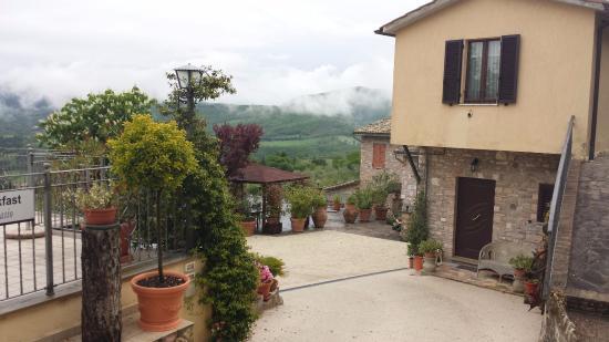 Accesso dalla strada - Picture of La Terrazza del Subasio, Assisi ...
