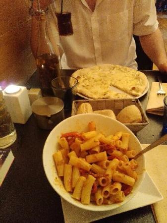 Quetigny, Γαλλία: pizza 5 fromages excellent + pâtes très bonne aussi