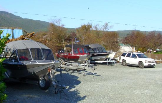 Harborview Inn & RV Park: Boat & trailer parking JUST for our guests