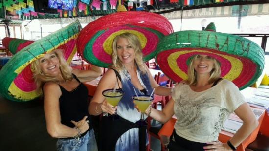 San Ysidro, แคลิฟอร์เนีย: Margaritas in Mexico!
