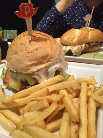Papalegua Burger Experience