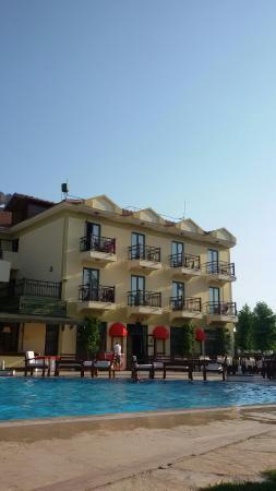 Harman Hotel  bellissima piscina e l hotel visto dalla piscina ee3800a807b