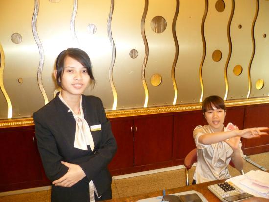 Nanzhou Hotel : personnelles  de l'hôtel très chaleureux et simpatique