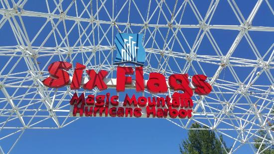 Santa Clarita, CA: 6 Flags Magic Mountain