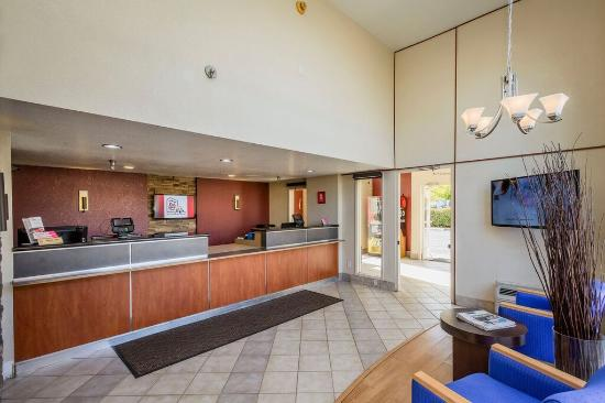 Red Roof Inn Rancho Cordova - Sacramento: Front Desk