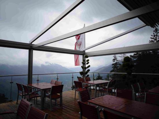 Fliess, Austria: Panorama-Terrasse am Naturparkhaus