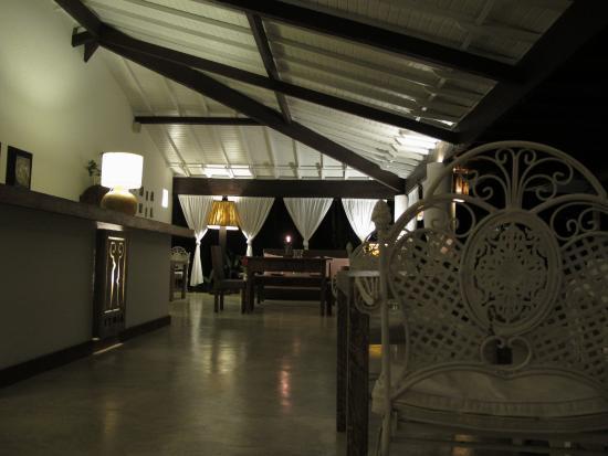 Etnia Pousada & Boutique: Restaurante da pousada a noite