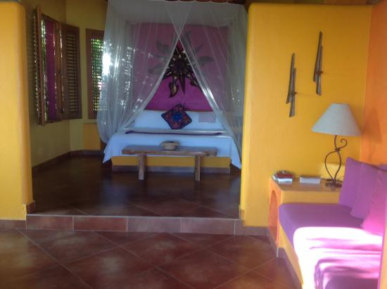 La Cruz de Huanacaxtle, Messico: You can hear and see the Ocean from the King size bed! Heaven!