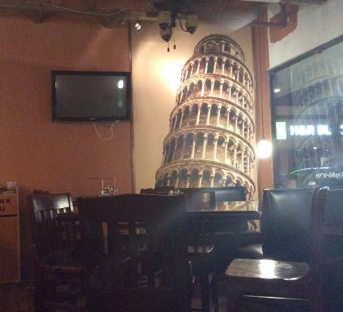 Leaning Tower Pizza & Pasta: Booths