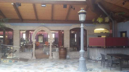 La Vid, İspanya: Interior del edificio que alberga el restaurante