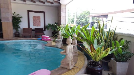 Fresh Inn Hotel: Pool area