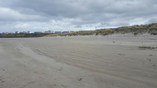Diamond Coast Hotel: Beautiful beach Eniscrone