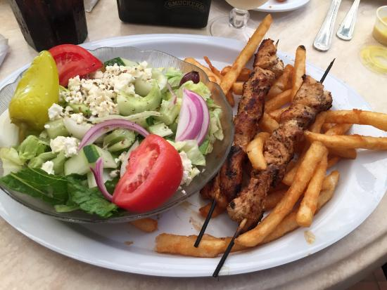 Lantana, FL: Chicken, salad and french fries