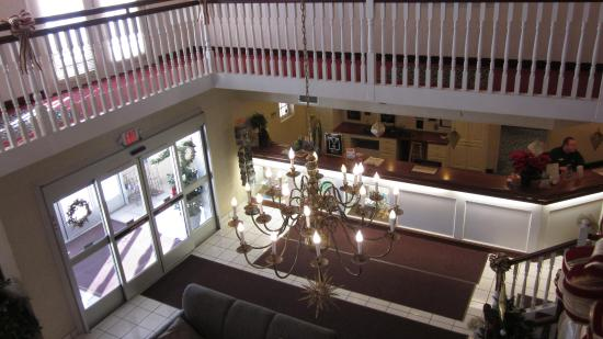 Bellville, OH: Lobby and main desk from second floor