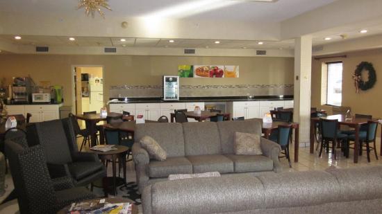 Bellville, Огайо: Breakfast and Lobby Area