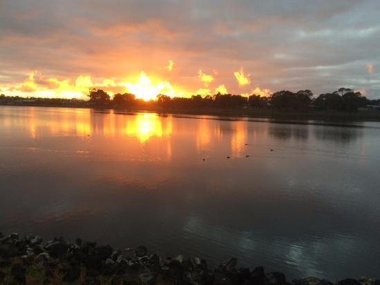 Hamilton, Australien: Sunrise at the lake