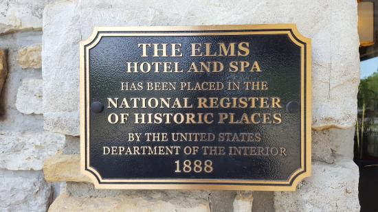 The Elms Hotel and Spa: Historical plaque near entrance