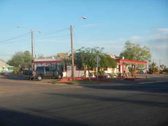 Eloy, Αριζόνα: Von aussen unscheinbar, innen lecker