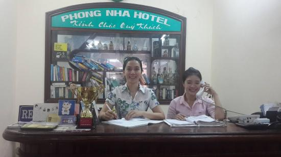 Phong Nha Hotel: lễ tân