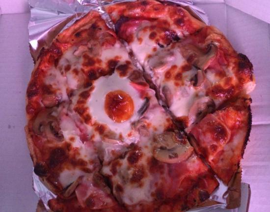 Perillo, Spain: Pizza caprichosa (jamón, champiñón, huevo, mozzarella, tomate) 15cm, 8'80€