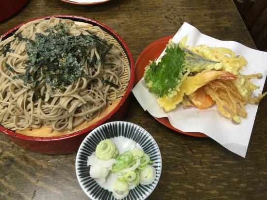 Kagimotoya: 久しぶりに、寄りました。相変わらずの人気店ですね。大天ざるを頂きました。ウドの天ぷらが付いていて、美味しかったです。