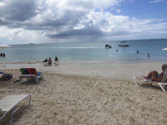 Voyages Antigua Tours and Services : Dickenson Bay Beach