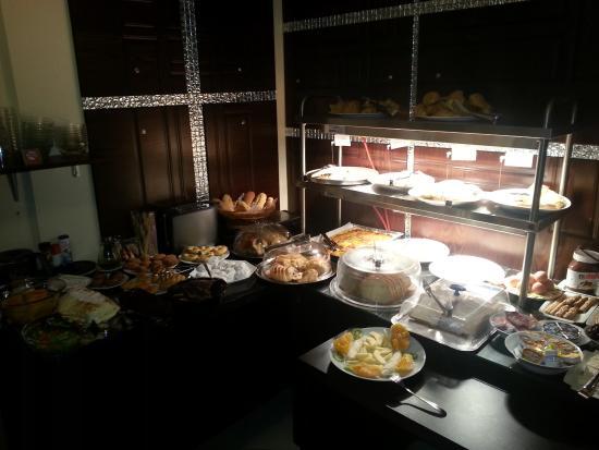Kyknos De Luxe Suites Hotel: Πρωϊνό σπέσιαλ