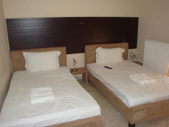Kyknos De Luxe Suites Hotel Photo