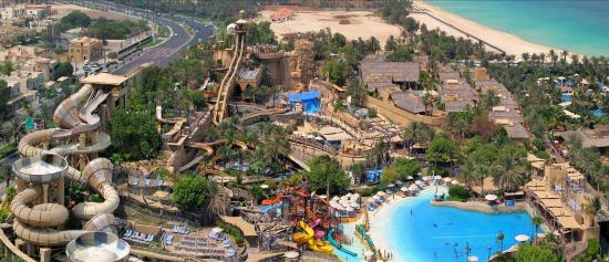 Wild Wadi Water Park: This is the view from the top of the waterpark.