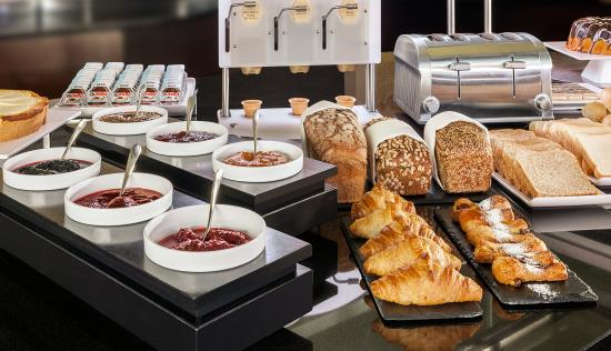 Fuerth, เยอรมนี: Buffet and Breakfast