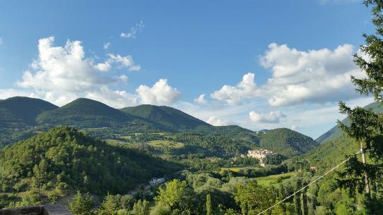 Sant'Anatolia di Narco, إيطاليا: 20140801_181905_large.jpg