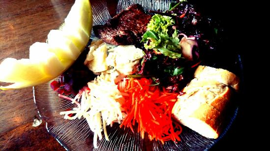 Tell Hotel-Restaurant: Interlaken - 3 Tells in Matten - salads with steak