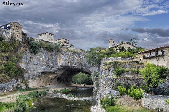 Puente Natural Sobre El Río Nela (Puentedey, Burgos) - Agosto/2015