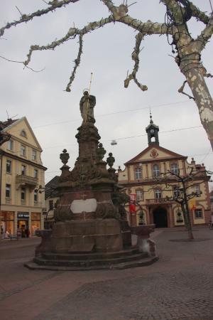 Rathaus Rastatt: Площадь.