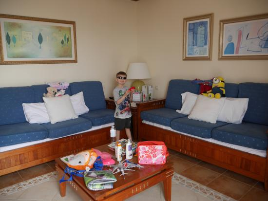 Princesa Yaiza Suite Hotel Resort: The sofas are changed to beds by the maid in the evening. Proper mattresses for the children!