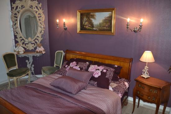 Salle de bain de la chambre violette douche toilette for Chambre violette