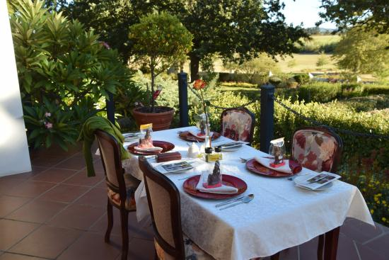 Vredenburg Manor House: Breakfast setting
