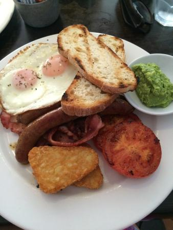 Litani's Restaurant: Big Breakfast with avo instead of mushrooms