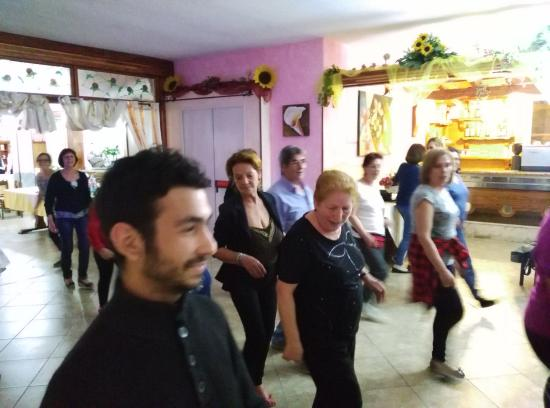 Bolotana, Italia: Balli di gruppo