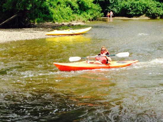 Sutton, Canadá: kayaking in the little rapid