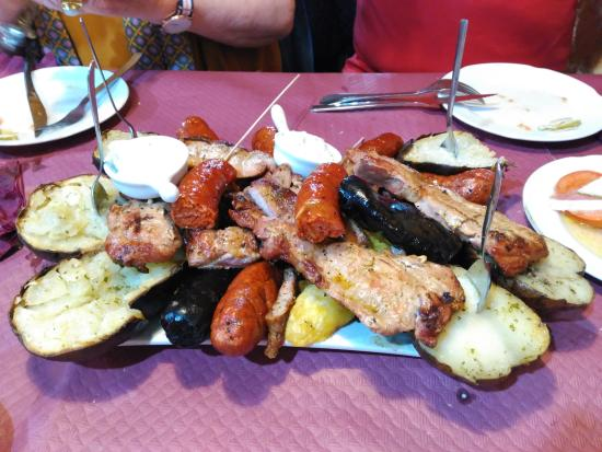 Pampaneira, İspanya: Parrillada