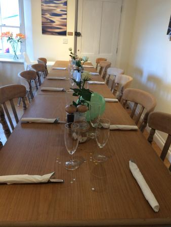 Newlyn, UK: Larger Tables Catered For