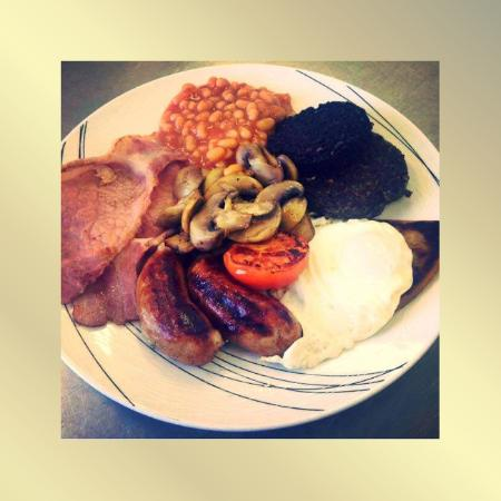 Fife, UK: Large Breakfast - comes with toast, unlimited draught soft drink, fruit juice or tea/coffee