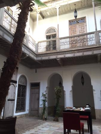 Riad Tzarra : Breakfast in the courtyard