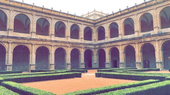 Antiguo Monasterio De San Miguel De Los Reyes