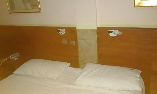 Hotel Diethnes: 20160424_185118_large.jpg