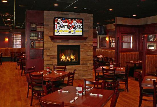 Oakbrook Terrace, IL: Anyways Grill and Pub Dinning Room