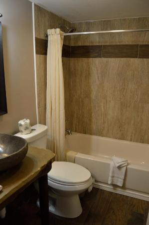 Brookside Resort: Renovated Bathrooms
